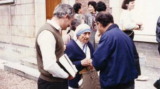 Mother Teresa with Fr Paul Chetcuti at one of the Co-Workers events
