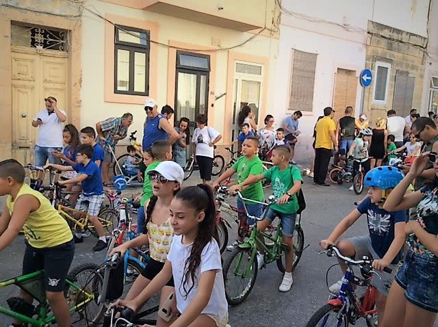 Waiting for the start of the children's bicycle pilgrimage from Xgħajra to zabbar - 2017